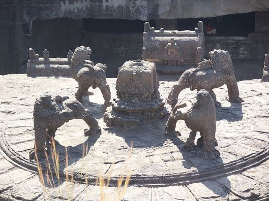 Kailashnath Temple Ellora Caves complex 4 Royal Stars aka Lions facing each other source of image wiki