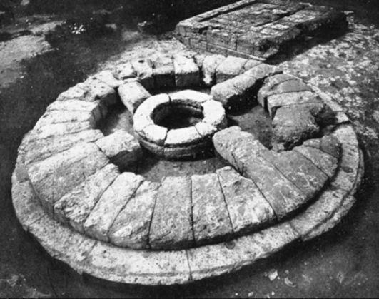 Akragas MBG circular altar at the sanctuary